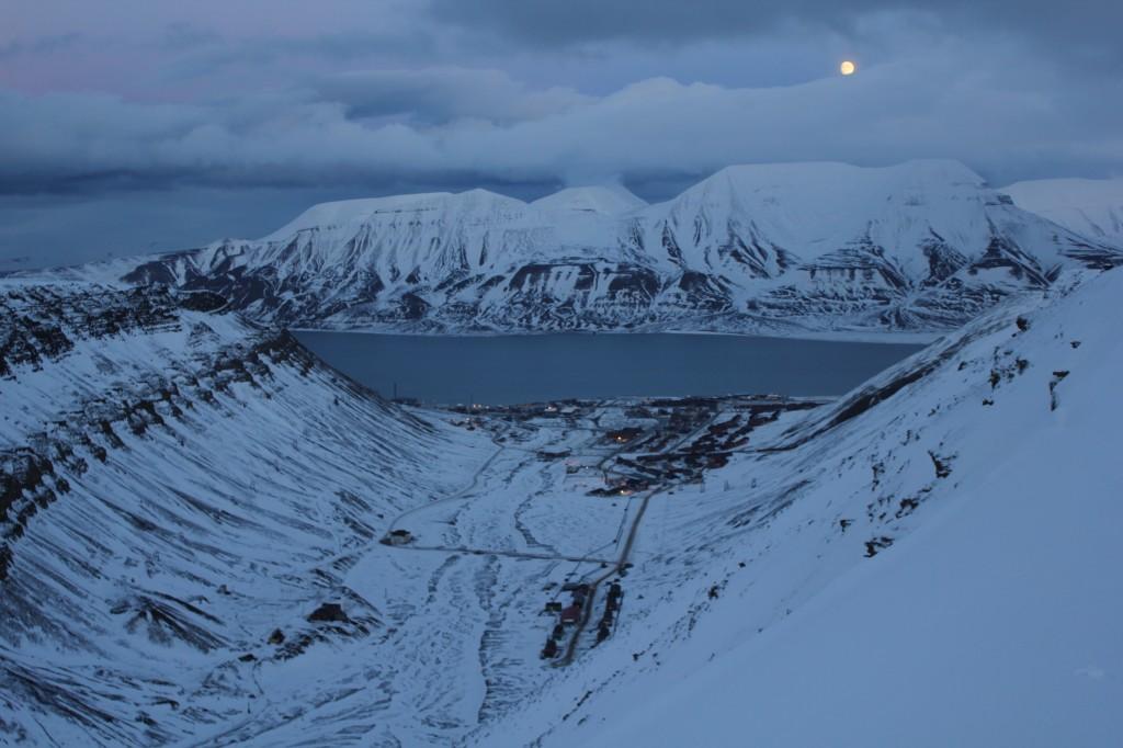 longyearbyen noc polarna ksiezyc